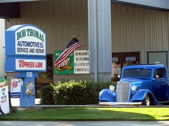 Sign and lobby entrance at Bob Thomas Automotive